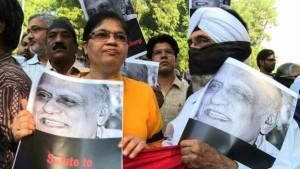 virendra_writers_protest_640x360_shibshankar_nocredit