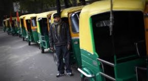 दिल्ली मेऑटो और टैक्सी यूनियनों कीअनिश्चितकालीन हड़ताल से लोग बेहाल