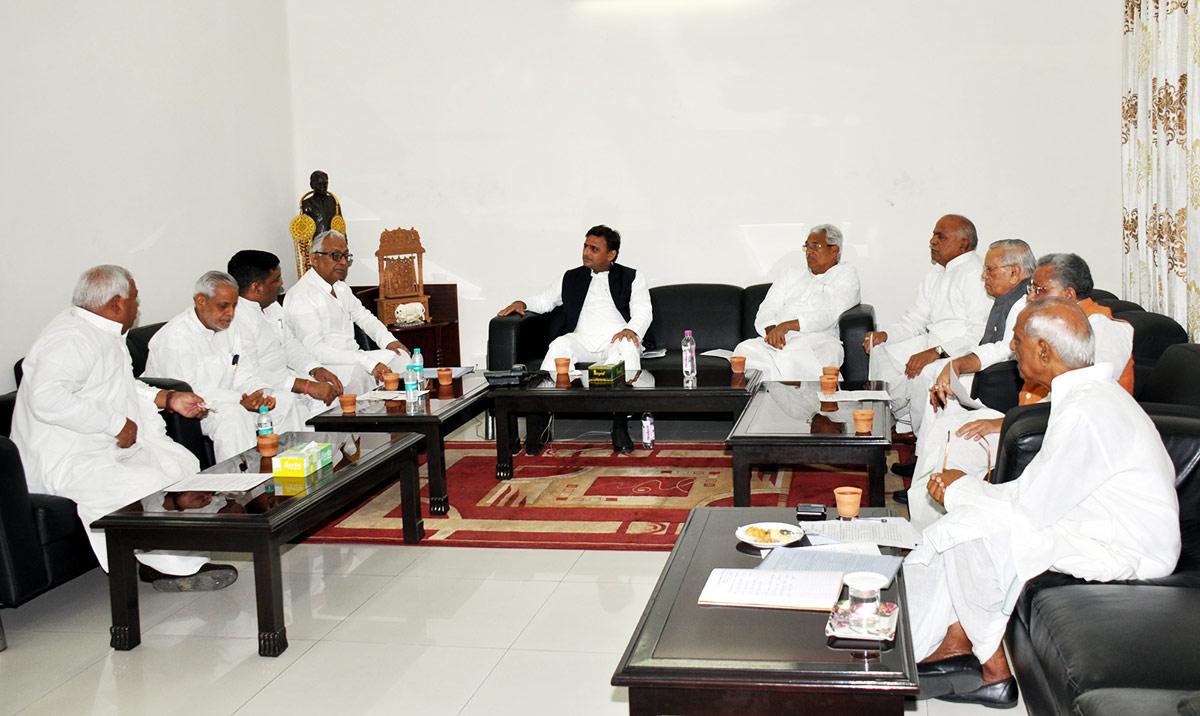akhilesh in meeting