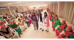 मुख्यमंत्री अखिलेश यादव ने बहनों को दिया राखी गिफ्ट