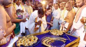 तेलंगाना सीएम की मन्नत पूरी, सरकारी खजाने से चढ़ाया सोना